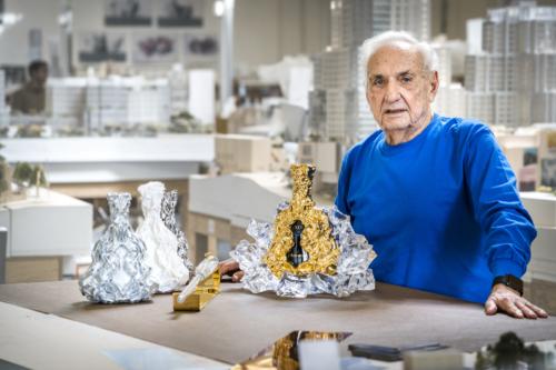 Creation originale de Frank Gehry dans son atelier